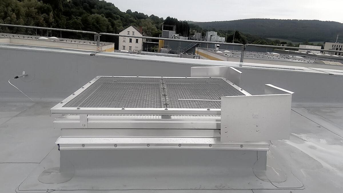24-Volt-NRWG-Anlage mit UV-protect-Verglasung und zusätzlichem Hagel- und Durchsturzschutz