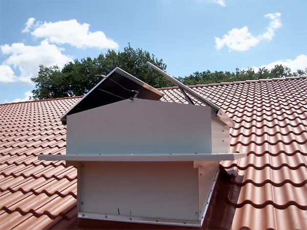 Maschinelle Entrauchung eines Untergeschosses über das Satteldach